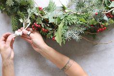 Máme sklon k viac či menej gýčovitým Vianociam. Pozrite sa, ako ich možno prežiť aj bez zbytočných ozdôb, ale stále s tou správnou vianočnou atmosférou. Stačí použiť to, čo vám nachystá príroda.