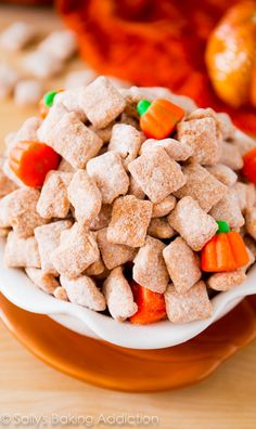 An easy recipe for pumpkin spiced puppy chow Halloween fall class snack Snack Mix Recipes, Dessert Recipes, Cooking Recipes, Snack Mixes, Chex Recipes, Candy Recipes, Dessert Ideas, Recipies, Pumpkin Recipes