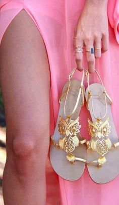 """Owl Sandals: A previous pinner said, """"Ugh my friend would love these even more than me!!"""" LOL! I can only add that I love them, too! ;) Mo"""
