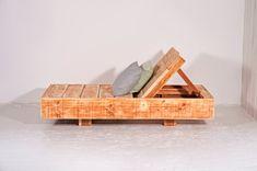 Liegestuhl für den Garten oder die Terrasse aus recyceltem Bauholz. Zu finden auf Etsy.