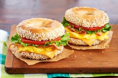 Burnbrae Farms : Recipe Nest : Egg Recipes : Bacon, Egg and Cheese Montreal-Style Bagel Night Dinner Recipes, Fancy Dinner Recipes, Vegetarian Recipes Dinner, Delicious Dinner Recipes, Healthy Recipes, Oeuf Bacon, Bagels, Bacon Egg And Cheese, Kraft Recipes