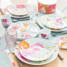 Perfect for dining setting for spring #tablescape #floral