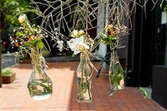 Arranjos com garrafas e potes de vidro custam pouco e deixam a casa linda - BOL Fotos