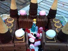 [anuncios]   Tarta en forma de Castillo en 4 pasos  Puede ser una tarta de Princesas o Caballeros Medievales, ¡imaginación al poder!. Una tarta que llama la atención…