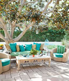 California style tips. Gorgeous outdoor living space!