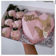 Birthday Sweets, Birthday Cakes For Women, Heart Shaped Chocolate, Chocolate Hearts, Chocolate Covered Apples, Chocolate Covered Strawberries, Mothers Day Cakes Designs, Chocolate Pinata, Mothers Day Chocolates