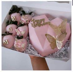 Chocolate Pinata, Hot Chocolate Gifts, Chocolate Covered Treats, Heart Shaped Chocolate, Chocolate Hearts, Birthday Cakes For Women, Birthday Cake Girls, Mothers Day Cakes Designs, Mothers Day Chocolates