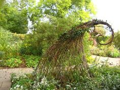 Garden sculpture - I want to make some of these now!