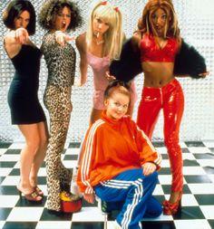 Spice Girls Geri dressed as sporty. spice scary dressed as Geri. baby dressed as scary spice .posh dressed as baby spice .sporty dressed as posh spice . Kate Moss, Spice Girls Outfits, Mtv, Baby Spice, Geri Halliwell, Blazers, Estilo Grunge, Girls Dress Up, 2000s Fashion