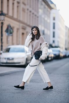 Nude Knit and White Culottes - Simple et Chic - Fashion & Lifestyle Blog