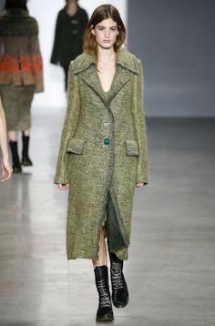sfilata Calvin Klein autunno inverno 2014 2015 verde  #calvinklein #womenswear #autumnwinter #autumnwinter2015 #autunnoinverno #abbigliamento #abbigliamentodonna #fashion #vestiti #clothes