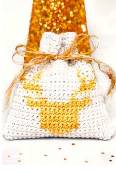 Love this little crochet,tapestry Christmas pouch! My First Christmas, Tapestry Crochet, Crochet Designs, Pouch, Photo And Video, Christmas Ornaments, Holiday Decor, Sachets, Christmas Jewelry