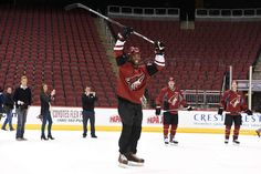 Larry Fitzgerald feels at home in ice rinks, if not on the ice = GLENDALE, Ariz. — Larry Fitzgerald has surfed down a volcano in Nicaragua, climbed ice walls in Slovenia, gone scuba diving near the Great Barrier Reef in Australia, and…..