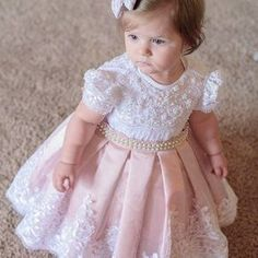Para o dia ficar mais cheio de amor ! Princesinha Linda linda no seu primeiro an Fashion Kids, Baby Girl Fashion, Little Dresses, Little Girl Dresses, Girls Dresses, Flower Girls, Flower Girl Dresses, Toddler Dress, Toddler Girl