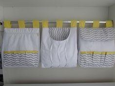 Porta fralda é uma peça linda pode ser fabricada combinando com o kit do berço Porta fralda 3 peças Tecido: chevron com detalhe amarelo 100% algodão Medidas:30x40 cada