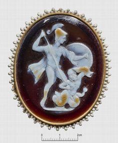 """camée, """"Mars et le géant Mimas"""" (camée.68), BnF. Sardonyx, époque romaine"""