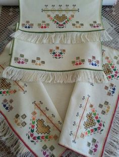 This Pin was discovered by İnc Embroidery Needles, Embroidery Applique, Cross Stitch Embroidery, Embroidery Designs, Palestinian Embroidery, Drawn Thread, Just Cross Stitch, Hardanger Embroidery, Hand Applique
