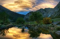 The Pond and the Sunset Stormclouds(Photo by Trey Ratcliff)