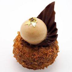 Nouvelle recette en ligne sur mon blog! Un petit gâteau Banane, Caramel et Pignon de Pin, j'espère qu'elle vous plaira ☺️ New homemade recipe on my blog! Banana, Caramel & Pine Nut cake, hope you'll enjoy it! Go and visit www.escale-gourmande.com .