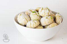Biscoitinhos de limão Whoopie Pies, Wedding Cookies, No Bake Cookies, Scones, Macarons, Food Inspiration, Almond, Brunch, Menu