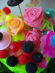 bouquet de bonbons Candy Pop, Candy Party, Candy Crafts, Diy Crafts For Gifts, Chocolates, Cake Competition, Cupcake Crafts, Bar A Bonbon, Ballon Decorations
