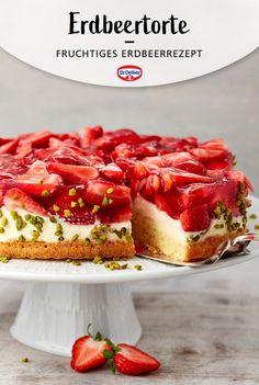 Diese einfache Erdbeertorte mit Sahnecreme ist ganz leicht zu machen und schmeckt mit vielen frischen Erdbeeren himmlisch lecker, ganz ohne Gelatine. Das perfekte Erdbeerkuchen-Rezept für die Erdbeer-Saison! #Tortenrezept #Kuchenrezept #Rezeptidee #backen #Erdbeerrezept #Droetker #Backin Baking Recipes, Cake Recipes, Tasty Bakery, Gelatine, Sweet Pie, Food Inspiration, Oreo, Sweet Treats, Food And Drink