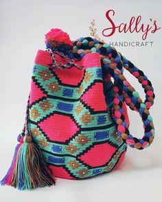 "26 Beğenme, 3 Yorum - Instagram'da กระเป๋าวายูแท้100% Wayúu bag (@sallyshandicraft): ""Wayuu bag high standard quality. 2threads size L with Crystals. งานไหม2เส้น…"""