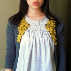DIY Clothing Refashion: DIY Cardigan embellishment Source by crazyladyj Cropped Cardigan Sweater, Old Sweater, Mustard Sweater, Floral Sweater, Fall Sweaters, Grey Sweater, Diy Clothing, Sewing Clothes, Recycled Clothing