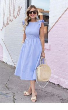 Nice light blue dress with retro details Schönes hellblaues Kleid mit Retro-Details Lovely Dresses, Modest Dresses, Modest Outfits, Modest Fashion, Fashion Dresses, Modest Wear, Petite Dresses Casual, Floral Skirt Outfits, Blue Dress Casual