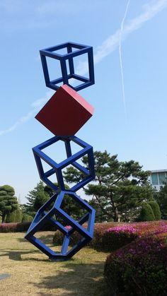 디자인대학 앞 조형물1 멋있다 Cardboard Sculpture, Metal Art Sculpture, Outdoor Sculpture, Modern Sculpture, Scrap Wood Art, Geometric Sculpture, Steel Art, Environmental Design, Land Art