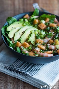 Salad with Melon, Shrimps, Avocado and Coriander - Food for Love - Salad with Melon, Shrimps, Avocado and Coriander – Food for Love - Healthy Salad Recipes, Easy Healthy Dinners, Healthy Snacks, Healthy Drinks, Salad Dressing Recipes, Dinner Recipes For Kids, Food Videos, Entrees, Food And Drink