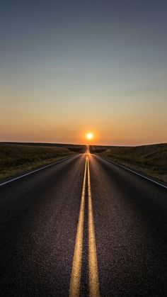 alone road sun k cl Iphone Pro Ma Wallpaper Fantasy Landscape, Landscape Photos, Landscape Photography, Nature Photography, Aerial Photography, Night Photography, Photography Tips, Beautiful Roads, Beautiful Landscapes