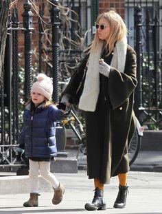 Sienna Miller Photos Photos - Sienna Miller Runs Into Claire Danes During A Stroll Through NYC - Zimbio