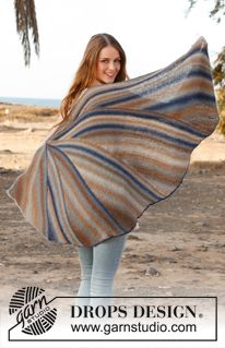 """Knitted DROPS shawl in garter st with short rows in """"Delight"""". ~ DROPS Design"""