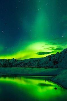 Island, Arktis | FORTITUDE - großartige Panoramen der schneebedeckten Berge, nächtlichen Szenen unter dem Himmelsspektakel des Nordlichts ... mehr auf femundo.de