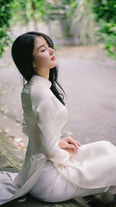 Asian Girl in Vietnamese Long Dress. Vietnamese Traditional Dress, Vietnamese Dress, Traditional Dresses, Beautiful Chinese Girl, Beautiful Asian Women, Ao Dai, Vietnam Girl, Sensual, Asian Fashion