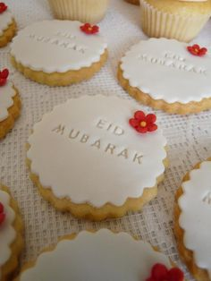 "Eid is a time of celebration for most Pakistani citizens. All sorts of special foods are prepared for it. Most bakeries engrave ""Eid Mubarak"" (kinda like saying ""happy Eid"") on their products. Sparkle Decorations, Ramadan Decorations, Eid Crafts, Ramadan Crafts, Eid Moubarak, Fest Des Fastenbrechens, Decoraciones Ramadan, Eid Cake, Eid Cupcakes"
