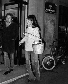 Jane Birkin y Serge Gainsbourg Jane Birkin, Images Instagram, Instagram Posts, Fashion Gone Rouge, Francoise Hardy, Serge Gainsbourg, She Girl, Parisian Chic, Retro Chic
