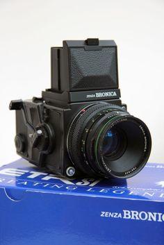 Bronica ETRSi Medium Format Camera & 75mm Lens