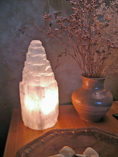 White Selenite Lamp Beautiful Healing Glow+Free Gift of 7 Gem Stones