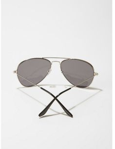 Some classic sunnies to keep your ojos safe