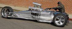 Hemi-Trike Rocket II by Tim Cotterill Genau genommen sind es vier Räder. Aus dem aufgeladenen Hemi V8-Siebenliter-Motor kommen 1200 PS. Das Trike ist fünf Meter lang, wiegt 1225 kg und kann angeblich eine Höchstgeschwindigkeit von 200 mph (320 km/h) erreichen. (Wert 600.000 US-Dollar) God bless America!