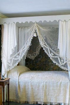 Canopy bed lace curtains
