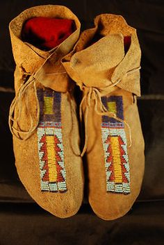 Antique Vintage Beaded Cheyenne Plains Sioux Moccasins Native American moccs.