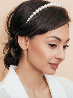 A crown of luminous pearls create an unforgettable statement you'll want to adorn your hair with. Bride Hairstyles, Headband Hairstyles, Trendy Hairstyles, Natural Prom Makeup, Special Occasion Hairstyles, Fashion Jewelry Stores, Wedding Earrings Drop, Pearl Headband, Bridal Hair Pins