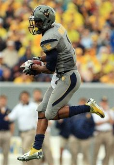 West Virginia wide receiver Tavon Austin (1) catches a pass for touchdown during an NCAA college football game against Maryland in Morgantown, W.Va., Saturday, Sept. 22, 2012. (AP Photo/Christopher Jackson)