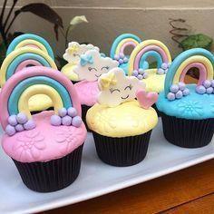 regalos para parejas Casadas #regalosOriginales Rainbow Cupcakes, Girl Cupcakes, Baby Shower Cupcakes, Cupcake Cookies, Cupcake Toppers, Rainbow Birthday Party, 1st Birthday Parties, Cupcake Arrangements, Cloud Cake