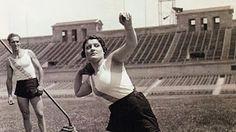 Anna M. Tugans fue iniciada en el atletismo por sus dos hermanos, que también fueron atletas destacados, campeones de España en algunos pruebas de atletismo. La animaron a empezar a entrenar en el estadio de Montjuïc. En 1928, cuando tenía 17 años, comenzó los primeros entrenamientos de lanzamiento de peso, disco y jabalina en el Club de Fútbol Badalona.