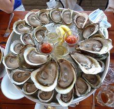 Notkins - Homard, crabe, palourdes, mais aussi poissons entiers grillés et un imposant bar à huîtres de prévus.