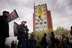 https://flic.kr/p/FAWkcB | TTIP_16-04-23 | Fotos von Ruben Neugebauer/Campact Frei zur Nicht-Kommerziellen Nutzung (siehe creative commons-Lizenz). Für kommerzielle Verwendung wenden Sie sich bitte an ruben.neugebauer@jib-collective.net